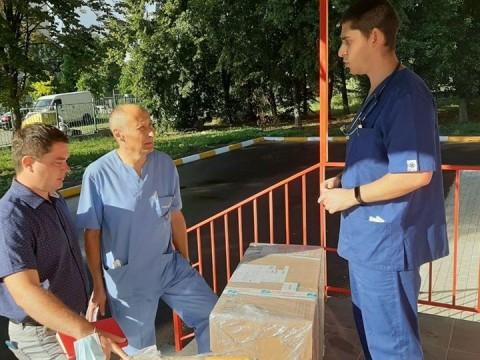 В Ірпені інфекційне відділення лікарні отримало новий апарат ШВЛ