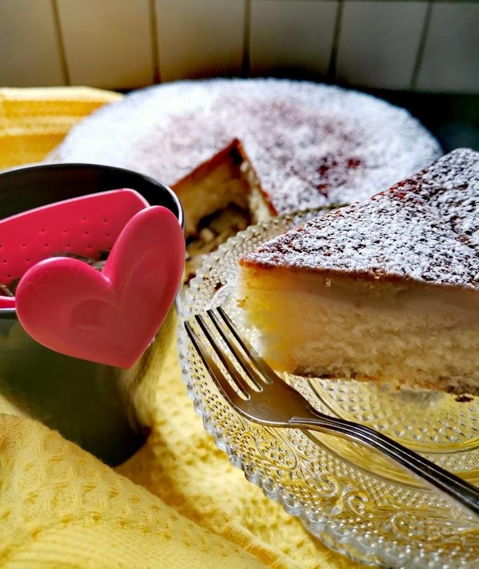 Εξαιρετική Μηλόπιτα κέικ με Grand Marnier πορτοκάλι