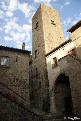 Il quartiere medievale di Viterbo è ricco di torri e casetorri.