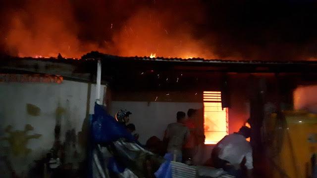 63ccc995 ce4a 46c6 b695 b3bae2ea8c8e - Satu Unit Rumah Terbakar, Warga Sesalkan Lambatnya PLN Memadamkan Listrik Di Lokasi Kebakaran