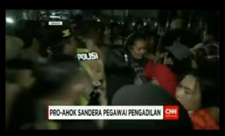 Massa pendukung Ahok sandera pegawai pengadilan