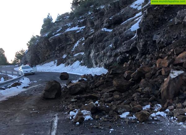 El Cabildo cierra la carretera del Roque de Los Muchachos ante la reaparición de hielo en la vía