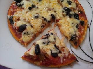 طريقة تحضير بيتزا رائعة بعجين هشة وخفيفة مثل المطاعم