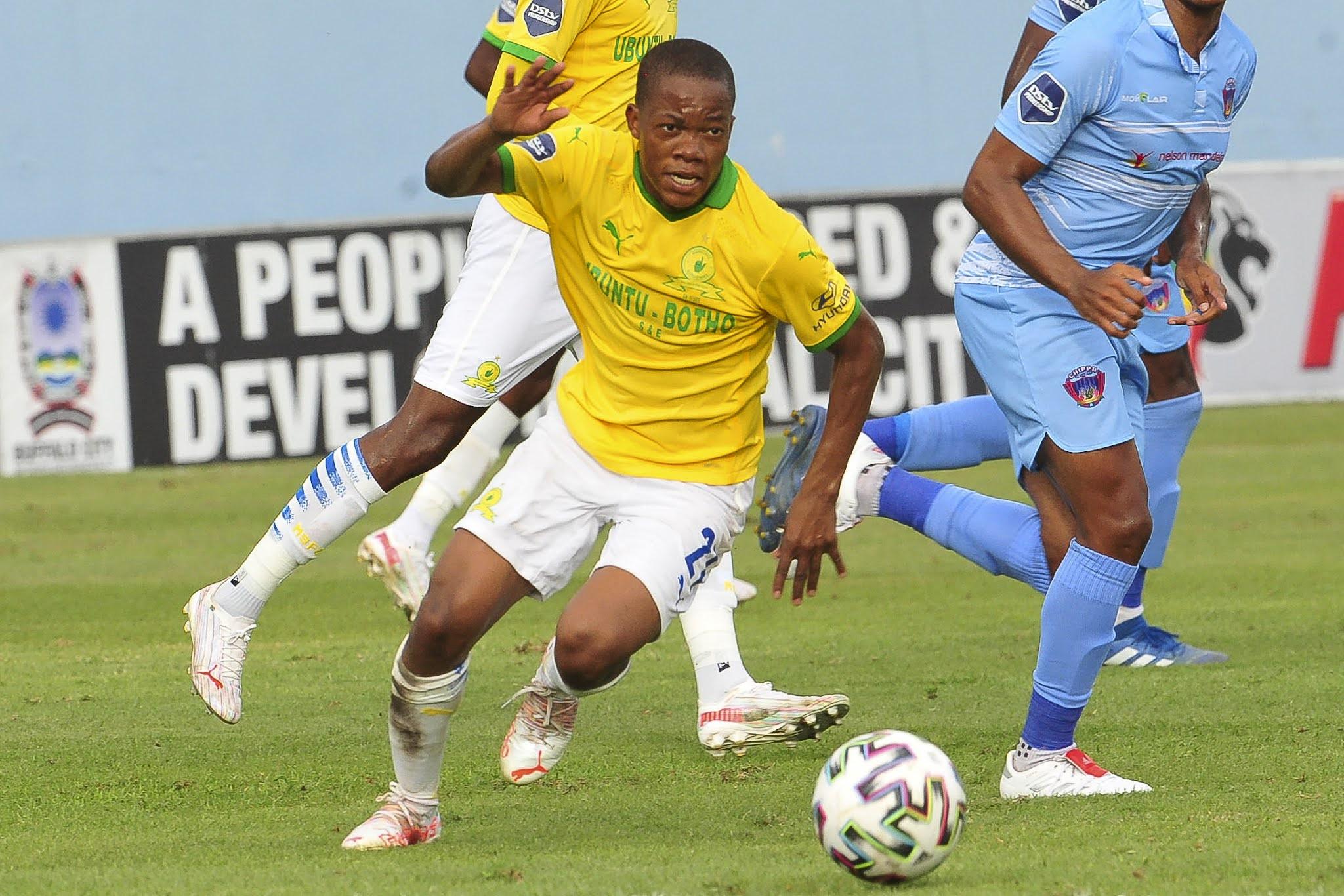 Mamelodi Sundowns midfielder Sphelele Mkhulise