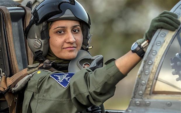pilot wanita, pilot wanita ayesha farooq, pilot wanita berjilbab, pilot wanita berhijab, pilot cantik, syarat menjadi pilot wanita  baju pilot anak perempuan, pilot pesawat tempur, pilot pesawat tempur wanita