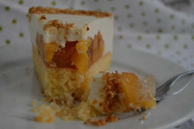 Желирана торта с нектарини и маскарпоне