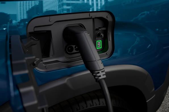 se-puede-cargar-coche-electrificado-casa-placas-solares-peugeot