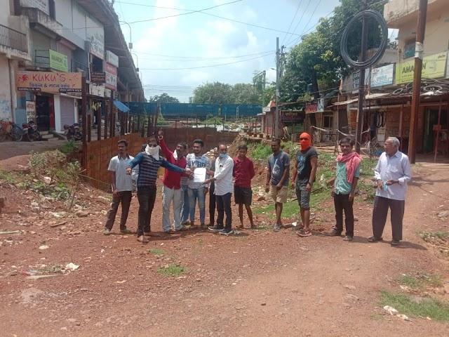 दुर्ग रेलवे पटरी पार के परेशान रहवासियों ने रेलवे अंडर ब्रिज कार्य को शीघ्र पूर्ण कराने का किया आग्रह