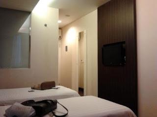 interior kamar hotel fave surabaya
