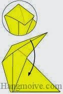 Bước 7: Gấp lớp giấy xuống dưới.