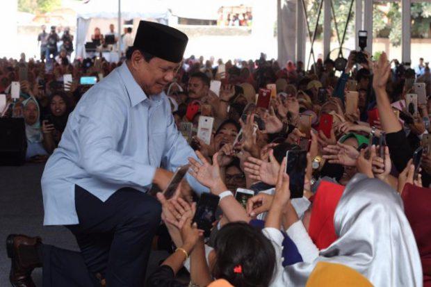 Emak-emak ke Prabowo: Harga susu mahal, Pak!