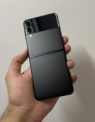 Samsung has released the next generation phone Samsung galaxy Z flip 3