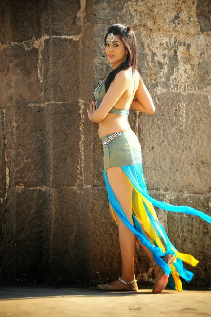 Sakshi Choudhary Hot Sexy Cleavage & Navel Show Photoshoot