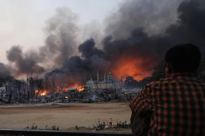 Militer dan Ekstremis Budha Bakar Tiga Kampung Muslim Rohingya