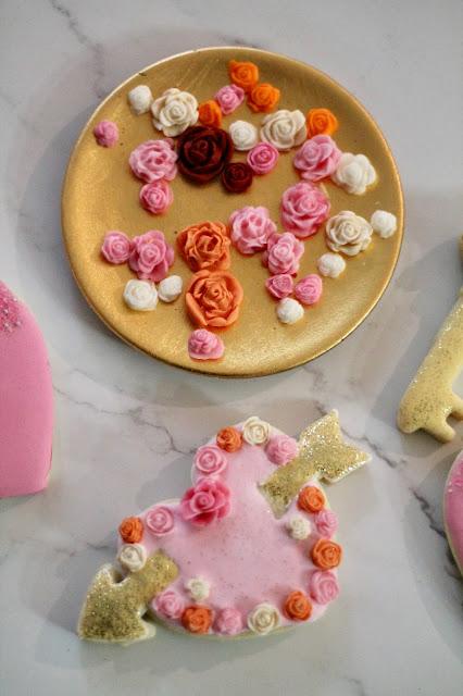 Fondant flower @thecookiecouture.com