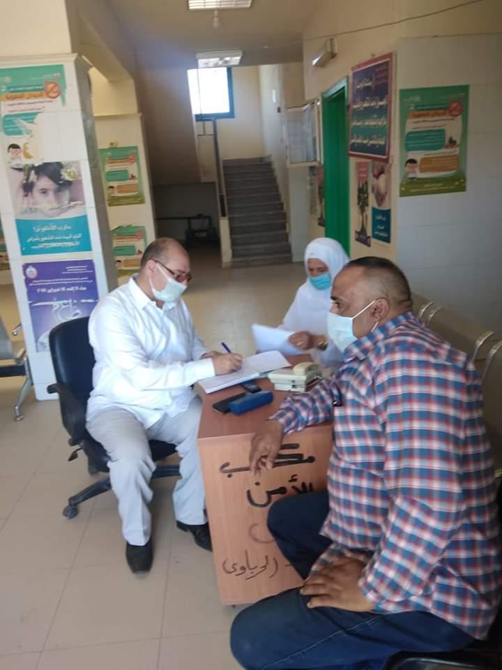 المحاسب اشرف السقا يتابع سير العمل  بالمصالح الحكومية خلال اجازة العيد بابو حمص