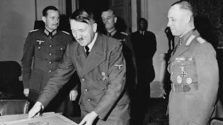 Fotografía de Adolf Hitler reunido con Erwin Romel