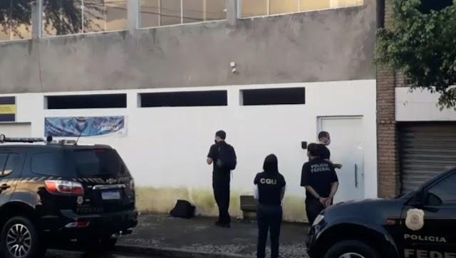 PF cumpre mandados na casa de prefeito por compra de respiradores