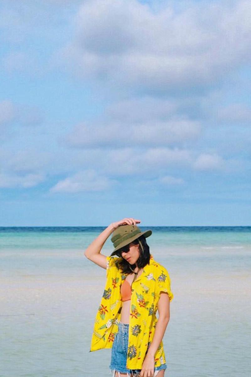 Gaya foto di Pantai POI Kecil di Pantai bikini