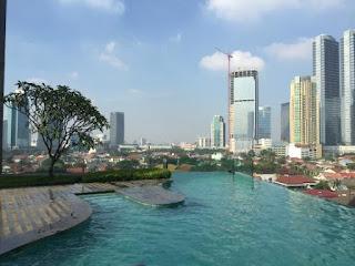 Gak Perlu ke Luar Negeri, Inilah 5 Hotel Dengan Kolam Infinty Pool Terbaik di Jakarta Kaum Rebahan ID