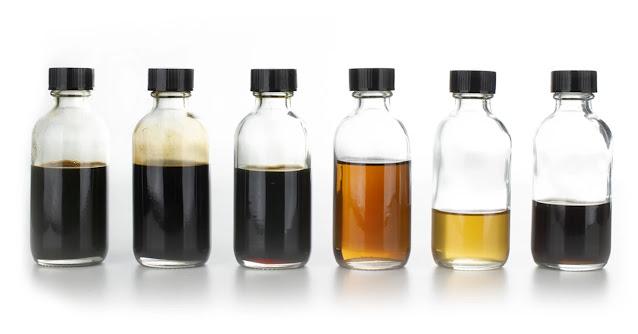 Los petróleos que se encuentran termodinámicamente cercanos a las condiciones críticas son llamados crudos volátiles. Sin embargo, esta denominación no es precisamente la más apropiada, debido a que virtualmente todos los fluidos de yacimiento son volátiles.