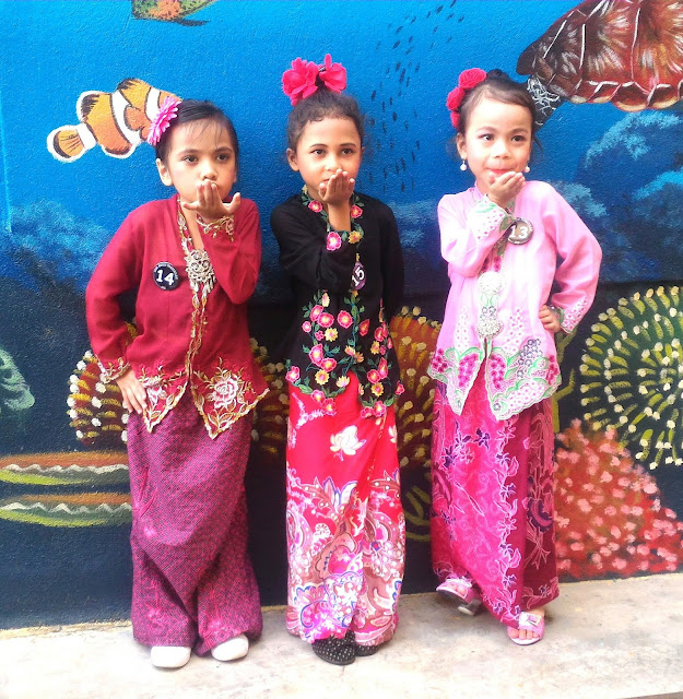 pakaian tradisional budak