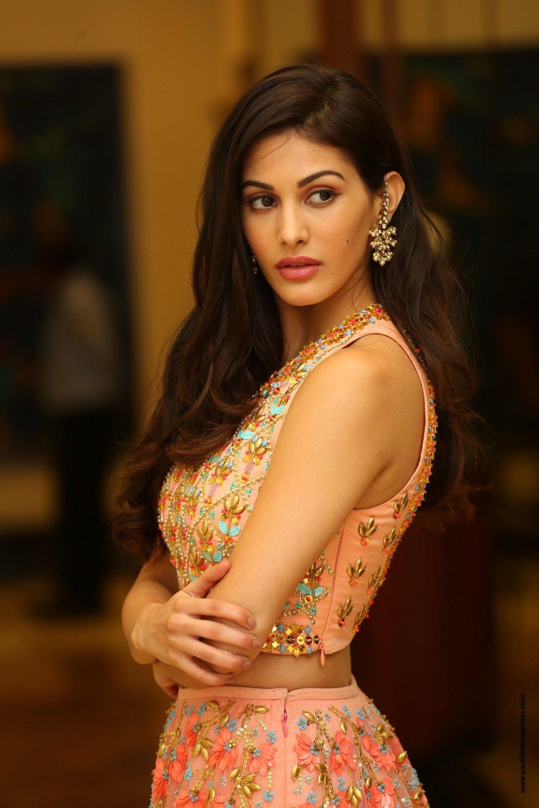 Iphone 4s Hd Wallpapers 1080p Amyra Dastur Latest Stills At Raju Gadu Movie Pre Release