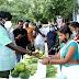 उपायुक्त ने जेएसलपीएस काउंटर से पत्तों से बने दोना-पत्तल व ऑर्गेनिक सब्जी की खरीदारी