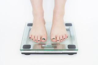اسباب ثبات الوزن،اسباب عدم نزول الوزن مع الالتزام بالحميه،اسباب عدم نزول الوزن عند النساء،حل مشكلة عدم نزول الوزن.