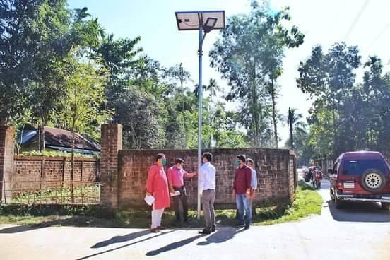 বড়লেখা পৌরসভায় ১৬০টি উন্নতমানের পরিবেশ বান্ধব সৌর বাতি স্থাপন