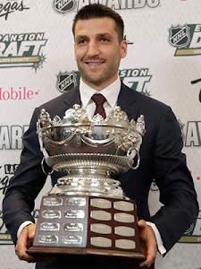 Bruins Patrice Bergeron wins the 2017 Frank J. Selke Trophy
