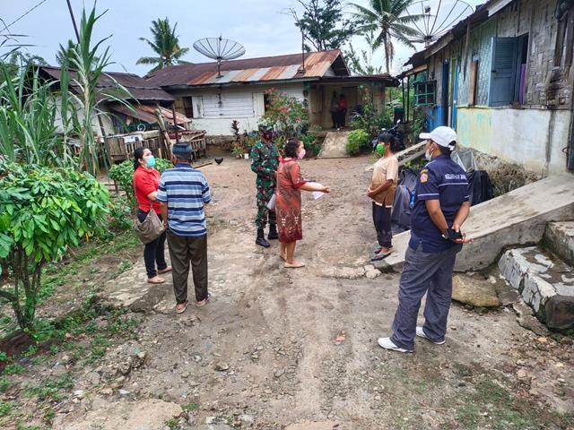 Tim Kesehatan Pada Pelaksanaan Tracing Kepada Warga Binaan Didampingi Personel Jajaran Kodim 0207/Simalungun