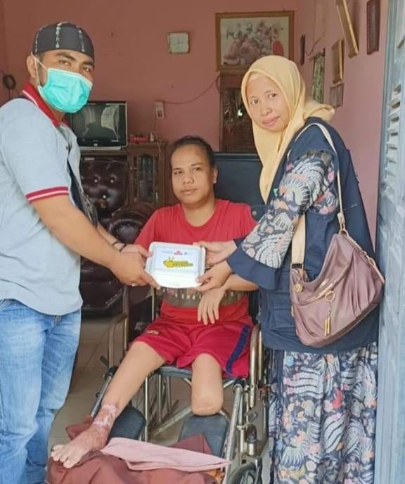 Dosen STIT Syekh Burhanuddin Bekerjasama Dengan Dompet Duafa Singgalang Salurkan Nasi Kotak Kepada Keluarga Kurang Mampu