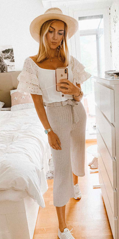 21 Fabulous Fall Outfit Ideas to Start Fall with Style. From work to brunch to date-night, you'll be falling for these ideas that will suit your every need. Women's Style + Fashion via higiggle.com | boho outfits | #fall #winter #outfits #boho