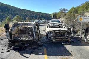 """Fuerte """"topón"""" entre Estatales y Sicarios en Buenaventura Chihuahua dejan vehículos encinerados"""