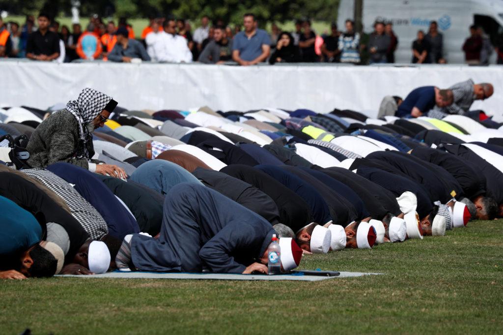 Lupa Jumlah Rakaat Shalat Sunnah, Apakah Harus Sujud Sahwi?