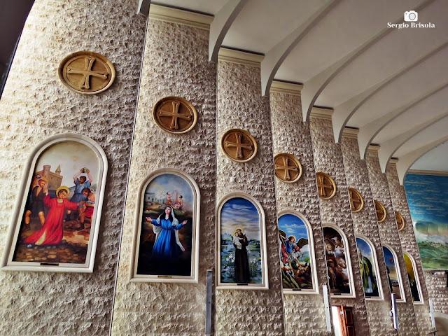 Vista da parede lateral interior da Igreja Nossa Senhora do Líbano - Liberdade - São Paulo