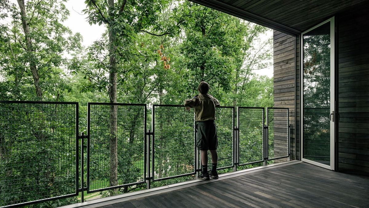 08-Mithun-Architecture-with-the-Sustainable-Tree-House-www-designstack-co