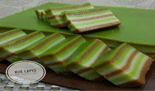 https://rahasia-dapurkita.blogspot.com/2017/11/resep-membuat-kue-lapis-super-enak.html