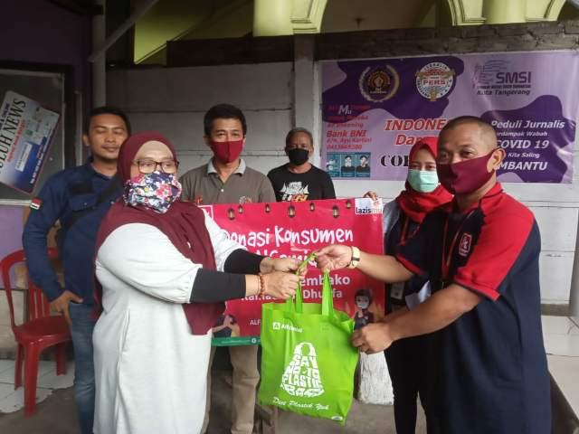 Awak Media di Kota Tangerang Terima Bantuan Peduli Covid dari Lazismu dan Alfamidi >> https://www.onlinepantura.com/2020/04/awak-media-di-kota-tangerang-terima.html