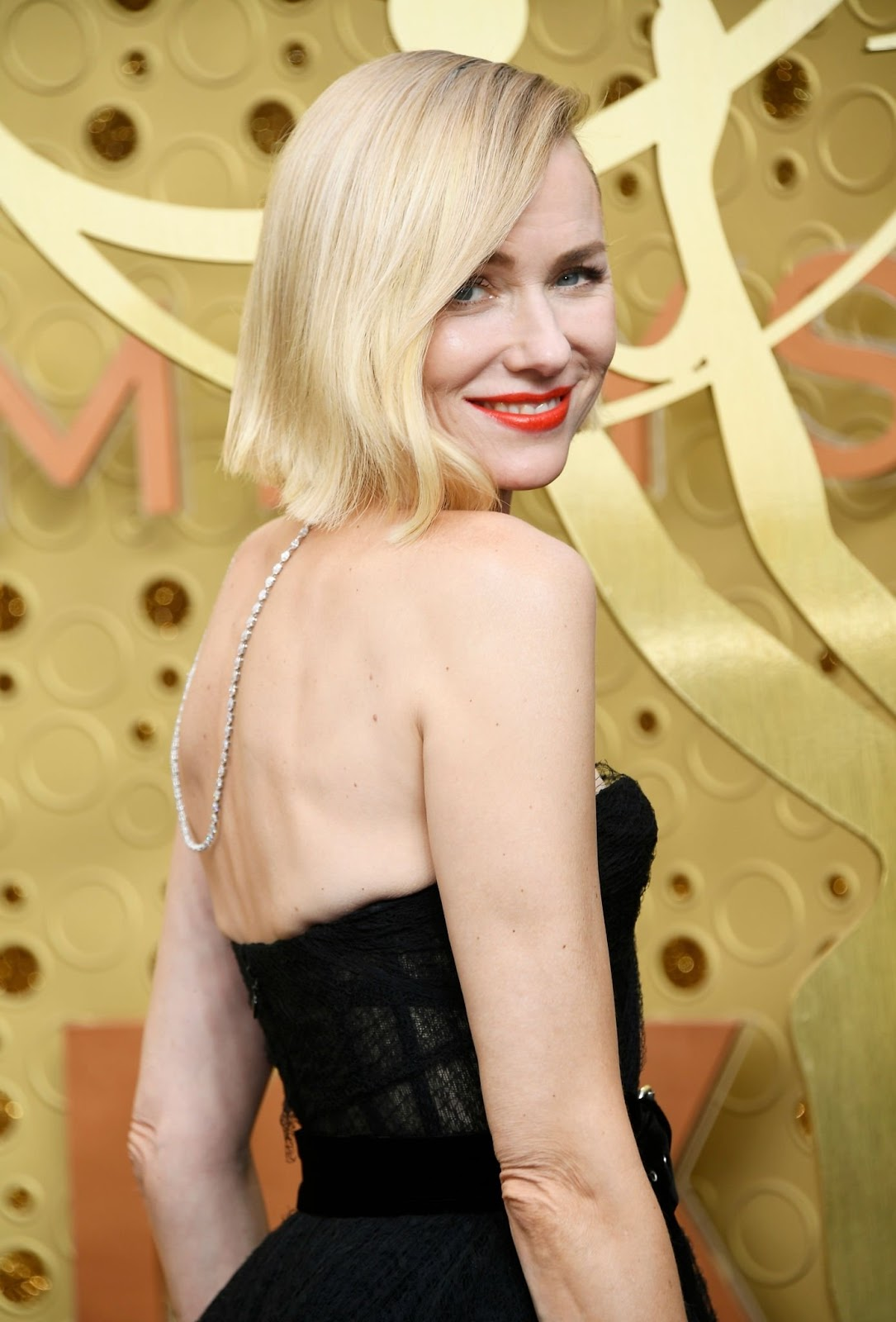 Naomi Watts's Asymmetrical Bob Haircut at the Emmys Deserves Its Own Award