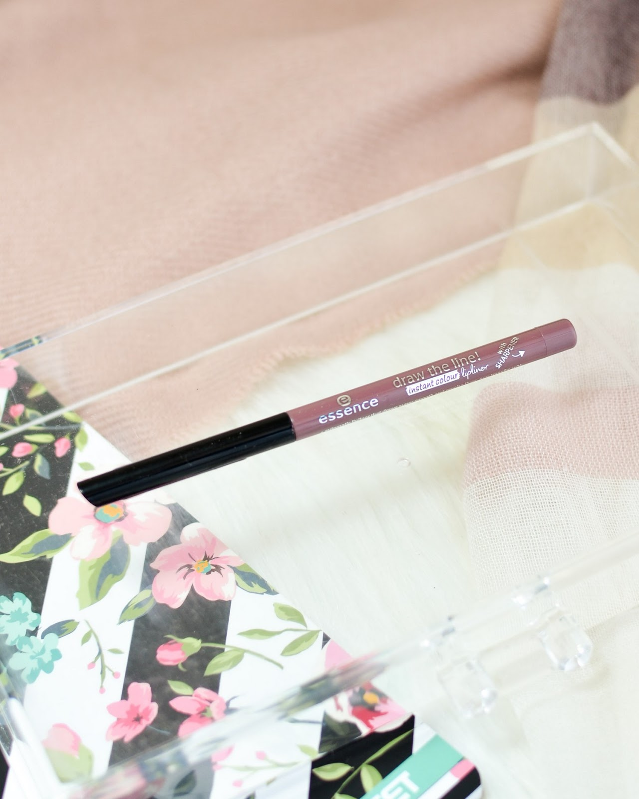 Essence Draw The Line Instant Colour Lipliner 05 So Un-Grey-Tful