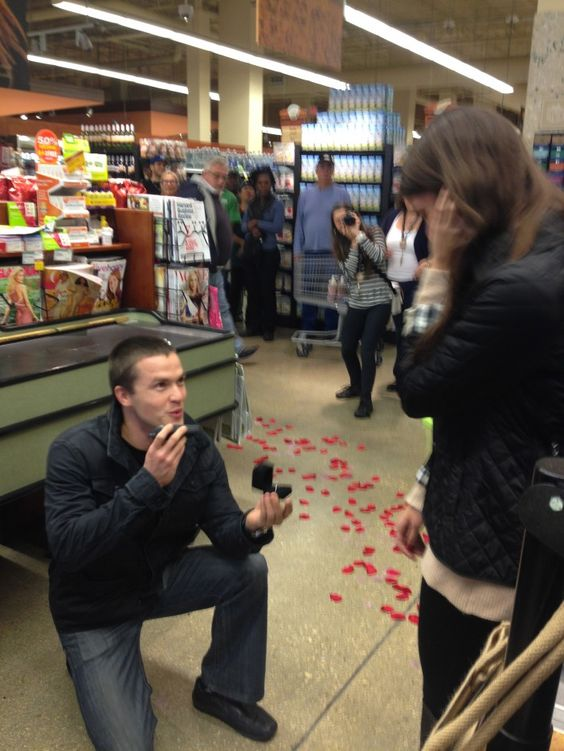 Romantic Ways to Propose in Front of People-3