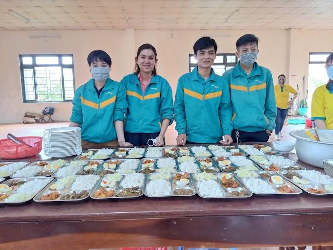 ViettelPost Huế tham gia phục vụ bữa cơm 5K cho bà con và sinh viên nghèo