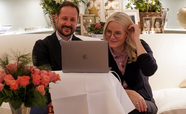 Crown Prince Haakon and Crown Princess Mette-Marit spoke with Kari Elisabeth and Arne Hovengen. navy sweater and red white print shirt
