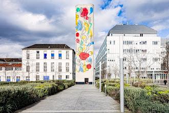 Paris : Tour Keith Haring, le totem pop art de l'Hôpital Necker Enfants Malades - XVème
