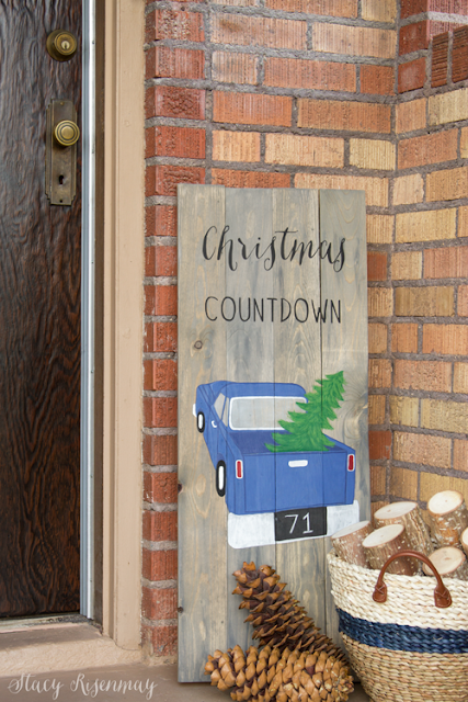 Christmas countdown chalkboard sign featured at Talk of the Town | www.knickoftime.net