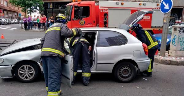 Bomberos rescatan persona atrapada en vehículo, Las Palmas de Gran Canaria