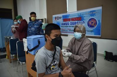 Sinergitas Tim Vaksinator Dalam Serbuan Vaksin Lanud Supadio