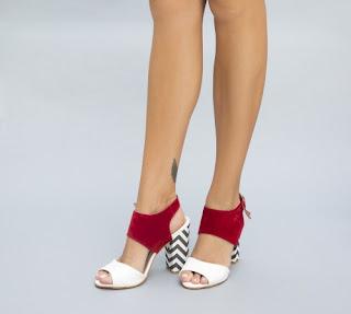 sandale rosii de zi de vara cu imprimeuri mordern si toc gros